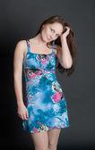 Chica con un vestido azul — Foto de Stock