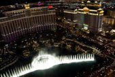 The famous musical water fountain show at bellagio las vegas — Stock Photo