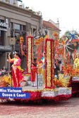 PASADENA, CA-USA - FEBRUARY 18: Miss Vietnam Queen and Court float at Chinese Lunar New Year Parade on February 18 2007 in Pasadena California — Stock Photo