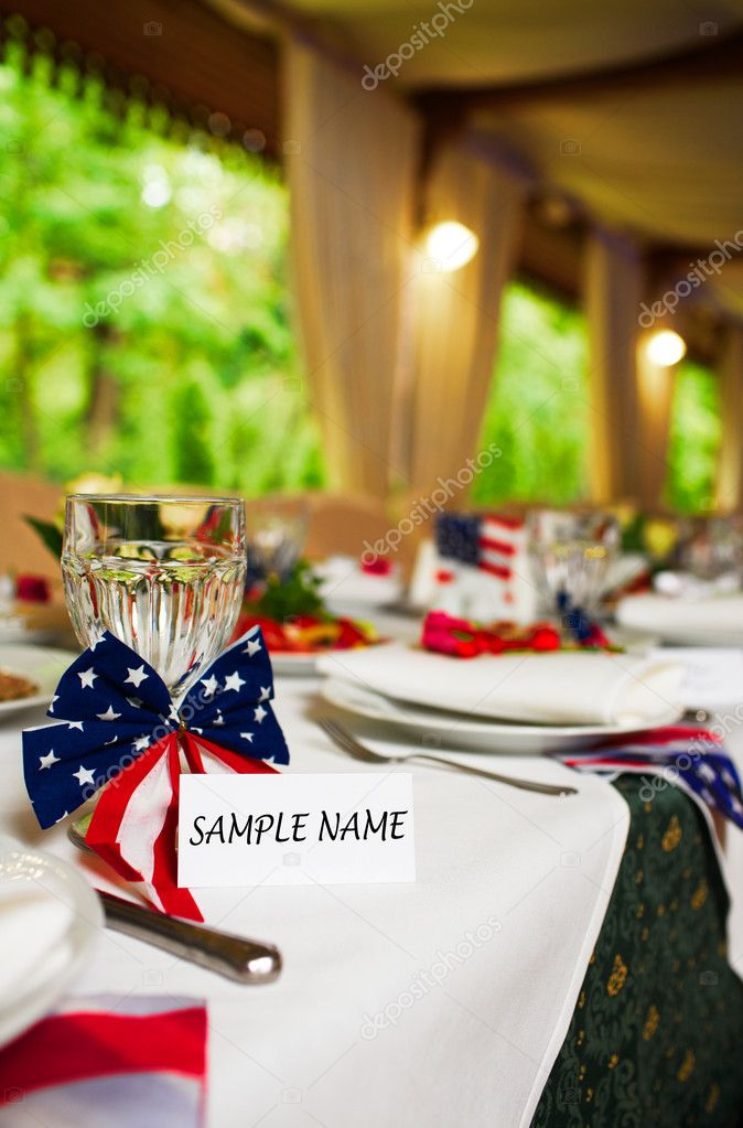 Blank event Guest Card on restaurant table with american flag — Stock Photo #11375892