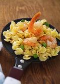 Shrimp salad with spaghetti — Stock Photo