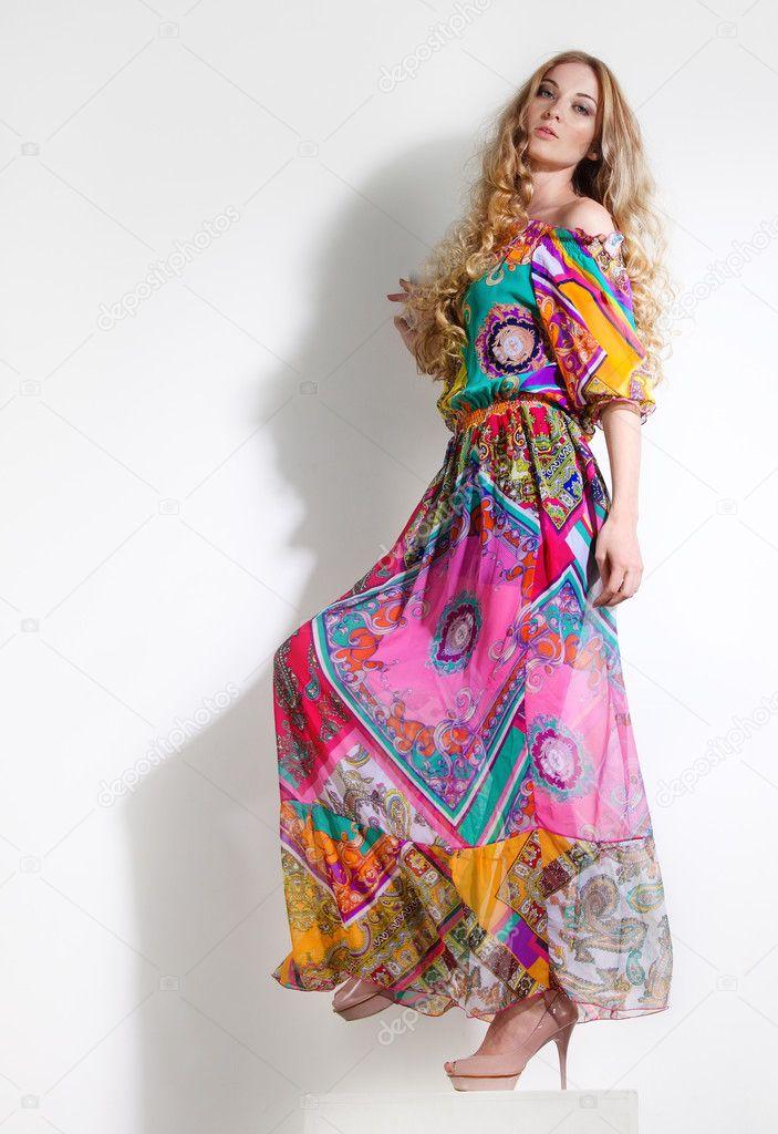 belle femme en robe longue colore image - Robe Longue Colore