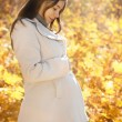 Happy pregnant woman in the autumn park — Foto Stock