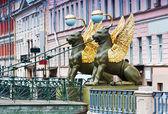 Griffon sculpture of Bank bridge — Stock Photo
