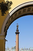 View of the Alexander Column on Palace Square — Stock Photo