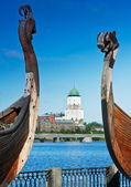 Ancient castle in the background of Drakkar Viking in Vyborg — Stock Photo