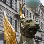 Griffon sculpture of Bank bridge in St.Petersburg — Stock Photo