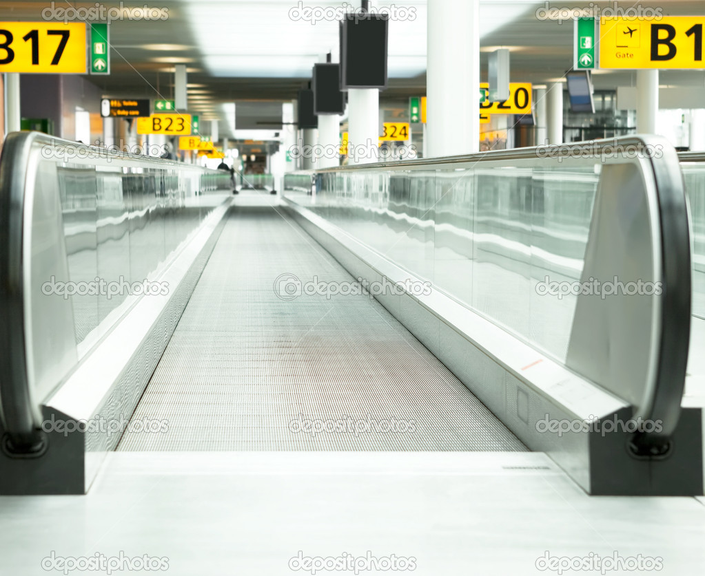 Moving sidewalk at an airport — Stock Photo #10841642