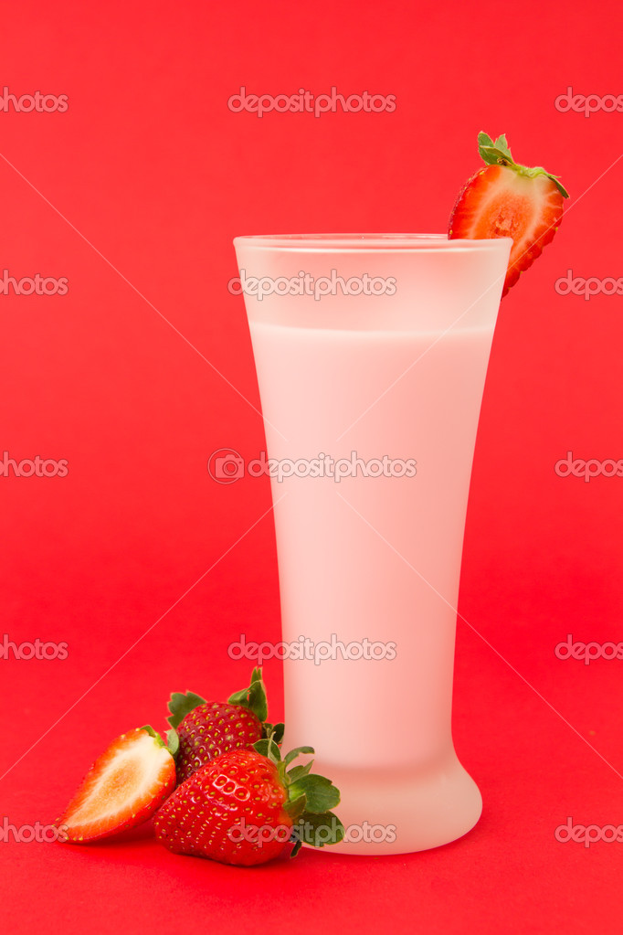 Fresh strawberry yogurt drink surrounded by strawberries — Stock Photo #11096799