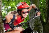 Adolescente em uma bicicleta — Foto Stock