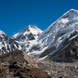 Peaks near Gorak shep and in Himalayas — Stock Photo
