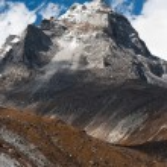 Mt. Summit and Sacred Lake near Gokyo in Himalayas — Stock Photo