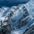 Peaks near Gorak shep and Everest base camp in Himalayas — Stock Photo