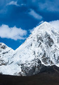 Kalapathar and Pumori summits in Himalaya — Stock Photo