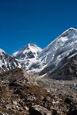 Peaks near Gorak shep and in Himalayas — Stock Photo