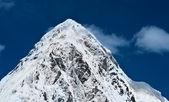 Pumori peak and blue sky in Nepal — Stock Photo