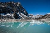 Mountains and Sacred Lake near Gokyo in Himalayas — Stock Photo