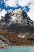 神圣湖附近戈焦在喜马拉雅山和山首脑会议 — 图库照片