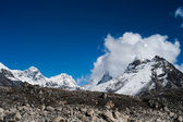 Peaks and clouds near Sacred Lake of Gokyo in Himalayas — Стоковое фото