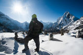 Scalatore e cho la pass all'alba in himalaya — Foto Stock