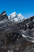 Mountain range scene viewed from Renjo pass in Himalaya — Stock Photo