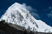 Pumo Ri Peak - Himalaya mountains — Stock Photo