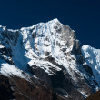 Snowbound mountain range and blue sky in Himalayas — Stock Photo