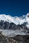Cumbres de la montaña en las cercanías de pico cho oyu — Foto de Stock