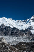 Mountain summits in the vicinity of Cho oyu peak — Stock Photo