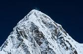 Pumori peak and blue sky in Himalayas, Nepal — Stock Photo