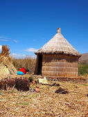 Reed hut on the floating Uros islands — Stock Photo