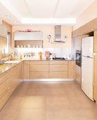 Nowa kuchnia w nowoczesnym domu — Zdjęcie stockowe