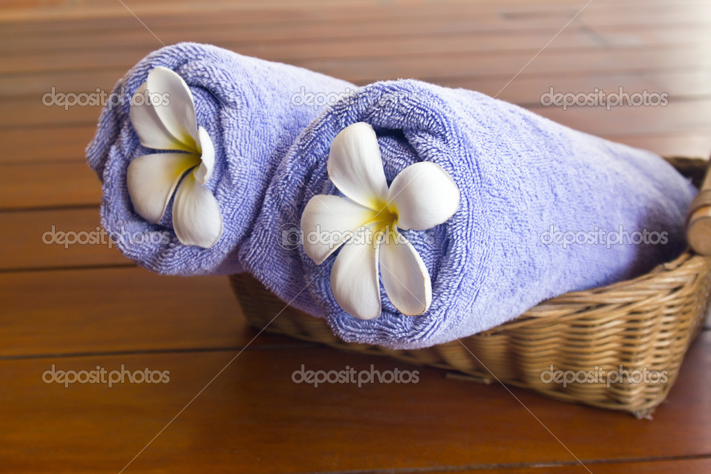 Flowers in the violet towels — Stock Photo #11932601