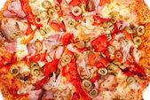 Excellent pizza with mozzarella, ham, pork, pickled peppers, oli — Stock Photo