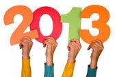 Händer med siffror visar år 2013 — Stockfoto
