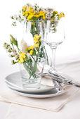 Slavnostní stůl v barvě žluté — Stock fotografie