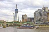 Southwark bridge und moderne gebäude, london, uk — Stockfoto