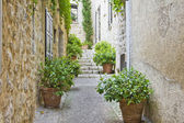 Narrow street in Provence — Stockfoto