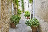 Narrow street in Provence — Stock Photo