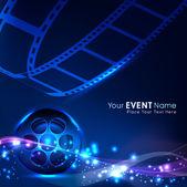 光沢のある青い映画の背景の上のフィルムのストライプやフィルム リールのイラスト。eps 10 — ストックベクタ