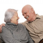 portret szczęśliwa para starszy, obejmując sobą — Zdjęcie stockowe