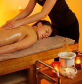 Schöne frau mit einer massage — Stockfoto