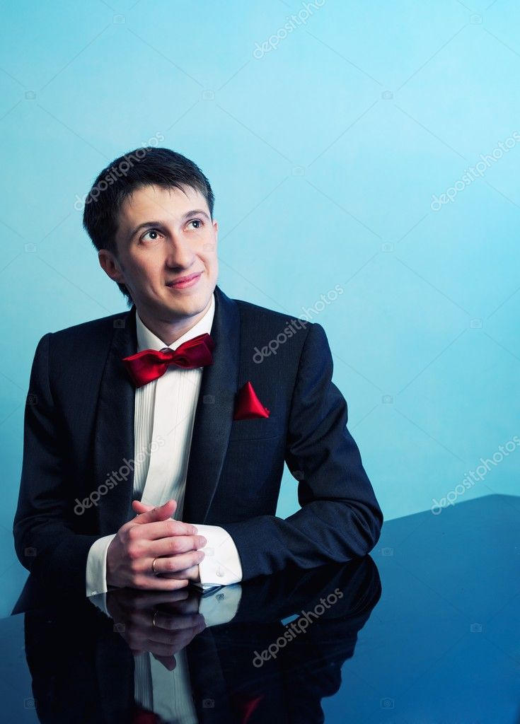 Handsome groom — Stock Photo #12352906