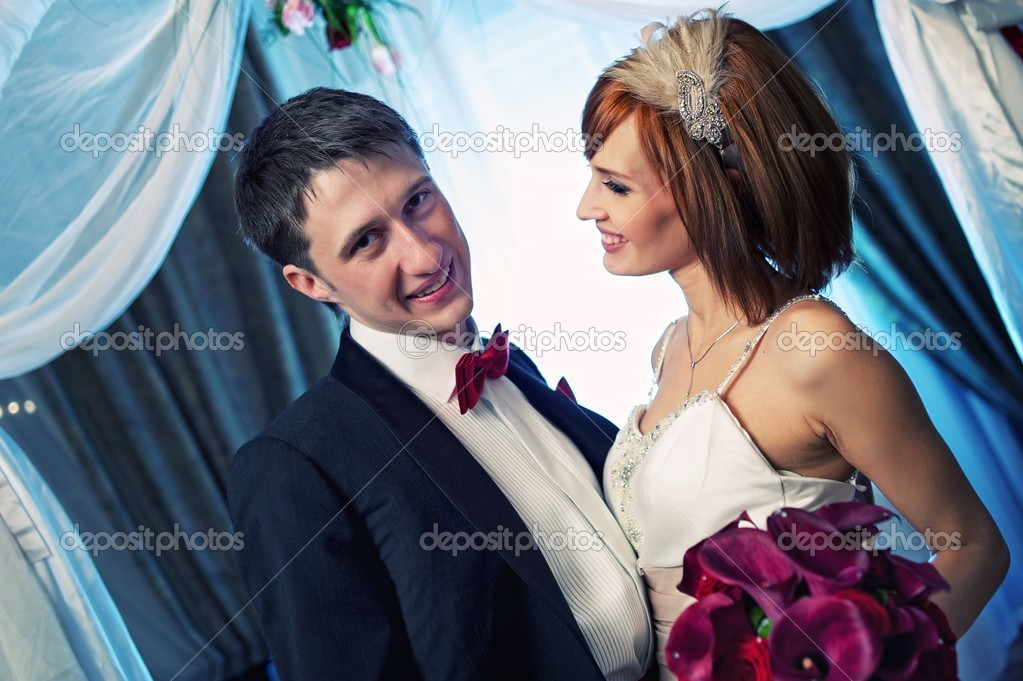 Close-up of an attractive couple on their wedding day — Stock Photo #12352941