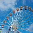 Ferris wheel against blue sky — Stock Photo