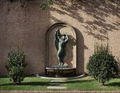 Statue in a park, Barcelona — Stock Photo
