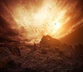 Ciel dramatique sur les rochers. — Photo