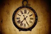 старинные настенные часы. — Стоковое фото