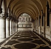 Old passage in Venice — Stock Photo
