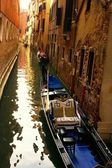 Traditional venetian gondola. — Foto de Stock